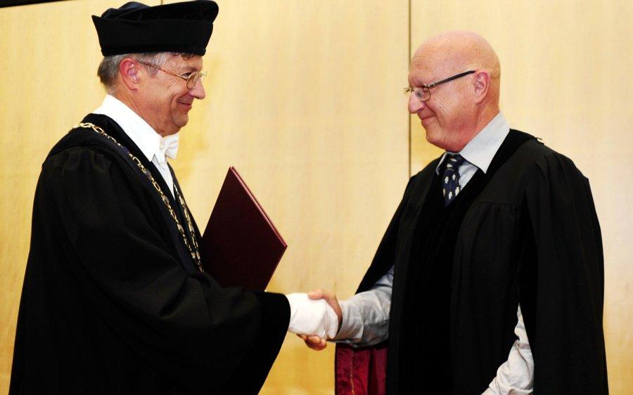 Professor Dr. Dr. h.c. Marc Vandevelde (r.) mit TiHo-Präsident Dr. Dr. h.c. mult. Gerhard Greif