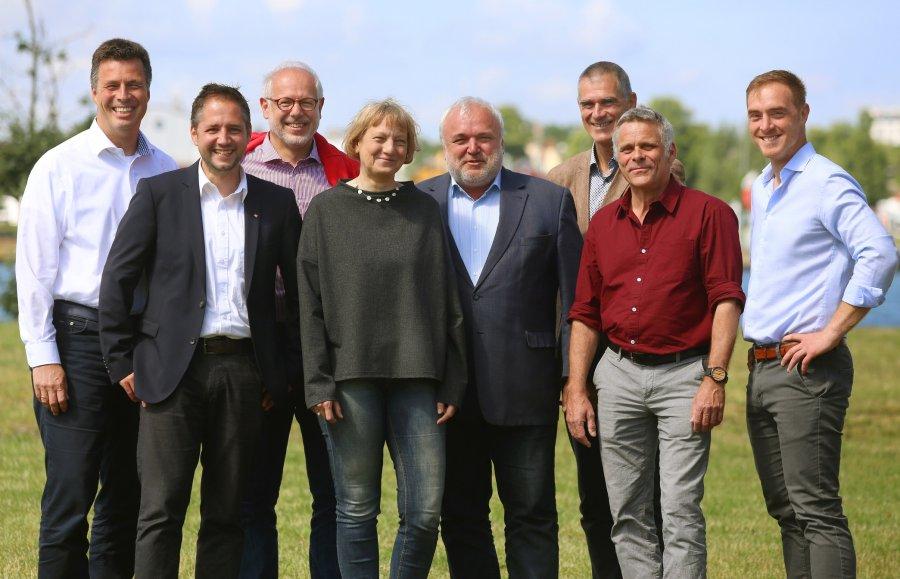 Der gesamte neue VdZ-Vorstand v.l.n.r.: Andreas Casdorff, André Stadler, Theo Pagel, Pia Krawinkel, Jörg Junhold, Olivier Pagan, Dag Encke, Tim Schikora