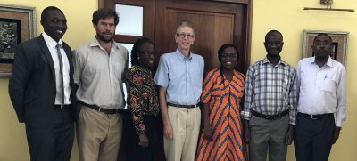 Emeritus Professor Michael J Day (center) with members of the AFSCAN Surveillance Project team (left to right): Dr Tayebwa Dickson from Uganda, Dr Ortwin Aschenborn from Namibia, Dr Foluke Adedayo Akande from Nigeria, Dr Sherry Johnson from Ghana, Dr Jaha; Bildquelle: WSAVA