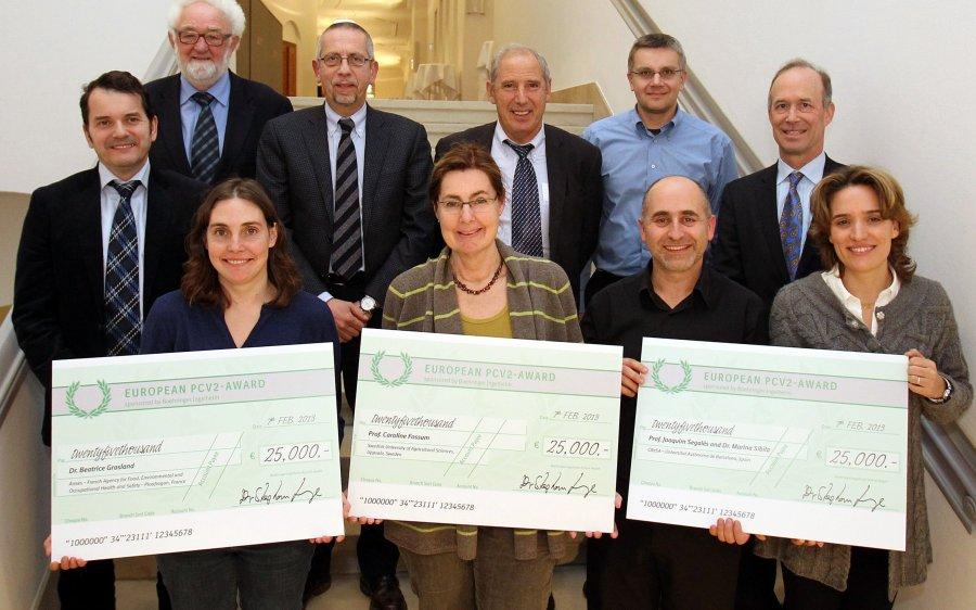 Die Preisträger mit den Mitgliedern der Prüfungskommission und George Heidgerken, Boehringer Ingelheim Animal Health (rechts)