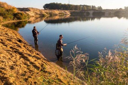 Angelfischerei sorgen für Fischartenvielfalt im Baggersee