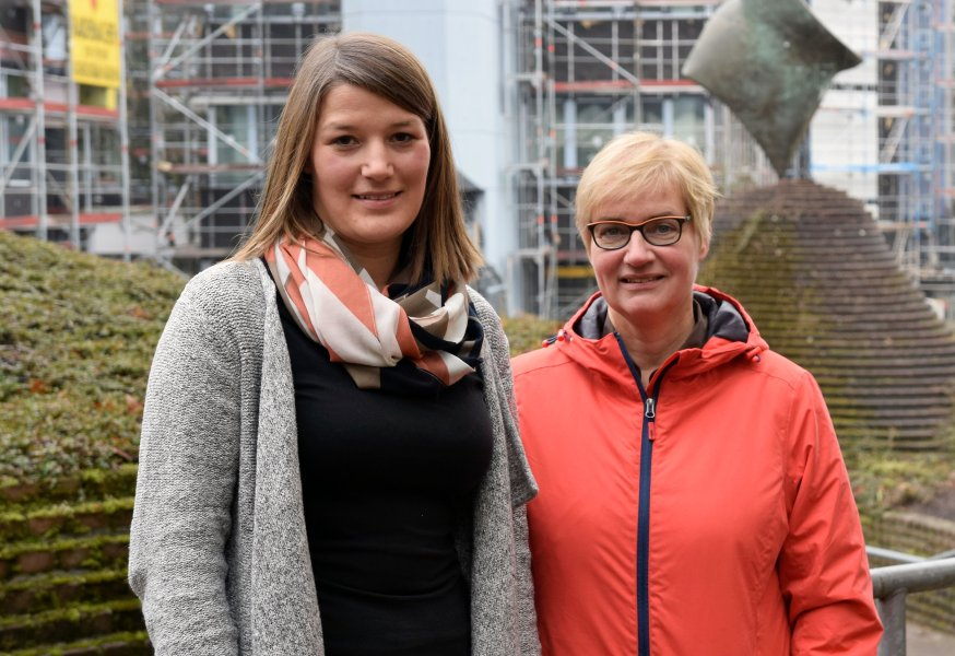 Sarah Hartmann (l.) und Prof. Dr. Klaudia Witte von der Universität Siegen haben herausgefunden, dass Zebrafische Infrarotlicht sehr wohl wahrnehmen können.