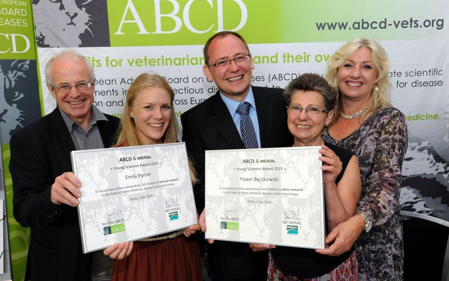 ABCD & Merial Young Scientist Award winners Emily Porter (second left) and Pawel Beczkowski (centre) flanked by Jean-Christophe Thibault (Merial, at left), Karin Moestl (ABCD chair) and Claire Bessant (iCatCare, on the right)