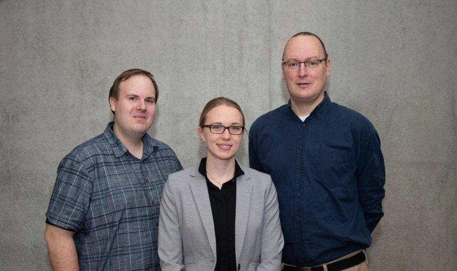 Dr. Markus Hoffmann, Hannah-Kleine-Weber und Prof. Dr. Stefan Pöhlmann, Abteilung Infektionsbiologie am Deutschen Primatenzentrum � Leibniz-Institut für Primatenforschung
