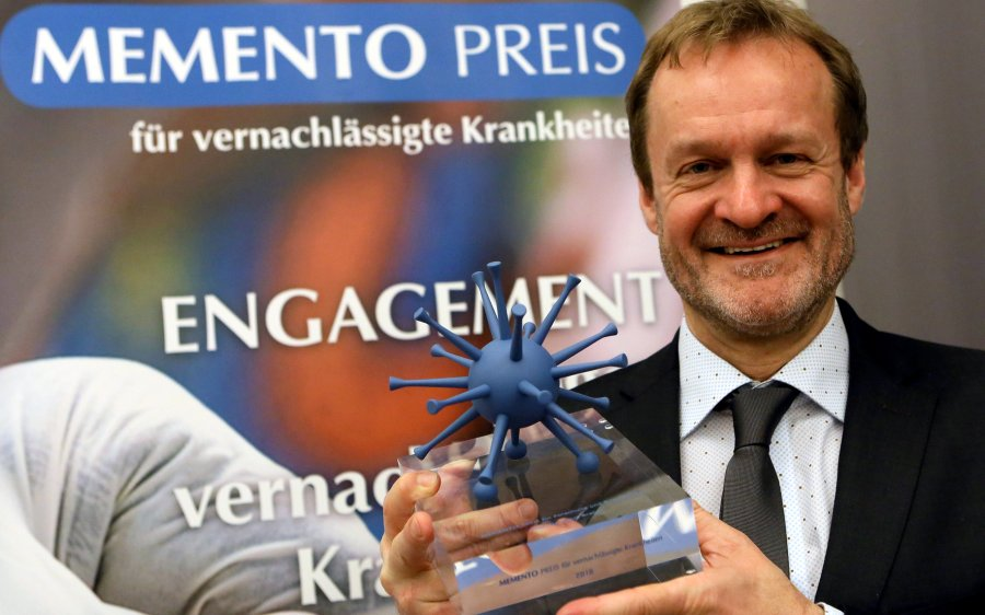 Klaus Brehm bei der Verleihung des Memento-Forschungspreises in Berlin