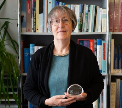 "Verena Keller mit dem ""Marsh Award for International Ornithology""; Bildquelle: Niklaus Zbinden"